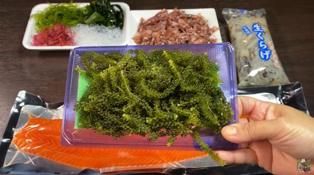 Xem clip giới thiệu các loại rong phổ biến ở Nhật của Quỳnh Trần JP, dân tình lại được mở mang tầm mắt với rong biển màu đỏ cực lạ - Ảnh 1.
