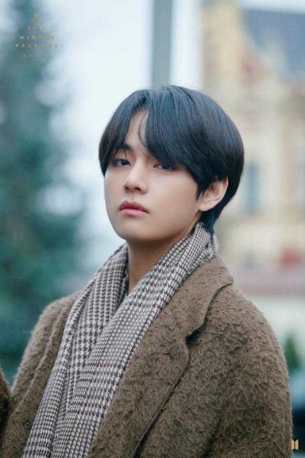Không phải Jungkook hay Jimin, V mới là thành viên BTS được netizen gọi là idol hoàn hảo: từ visual, khả năng trình diễn tới sáng tác đều cân trọn - Ảnh 2.