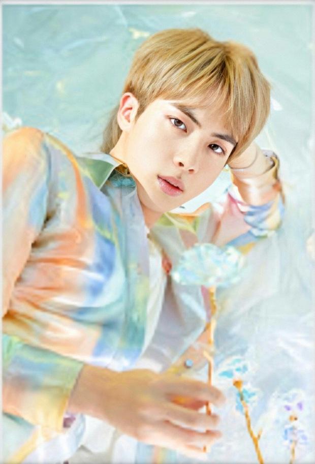 Loạt khoảnh chứng tỏ trai đẹp toàn cầu Jin (BTS) rất thích phí phạm nhan sắc của mình! - Ảnh 2.
