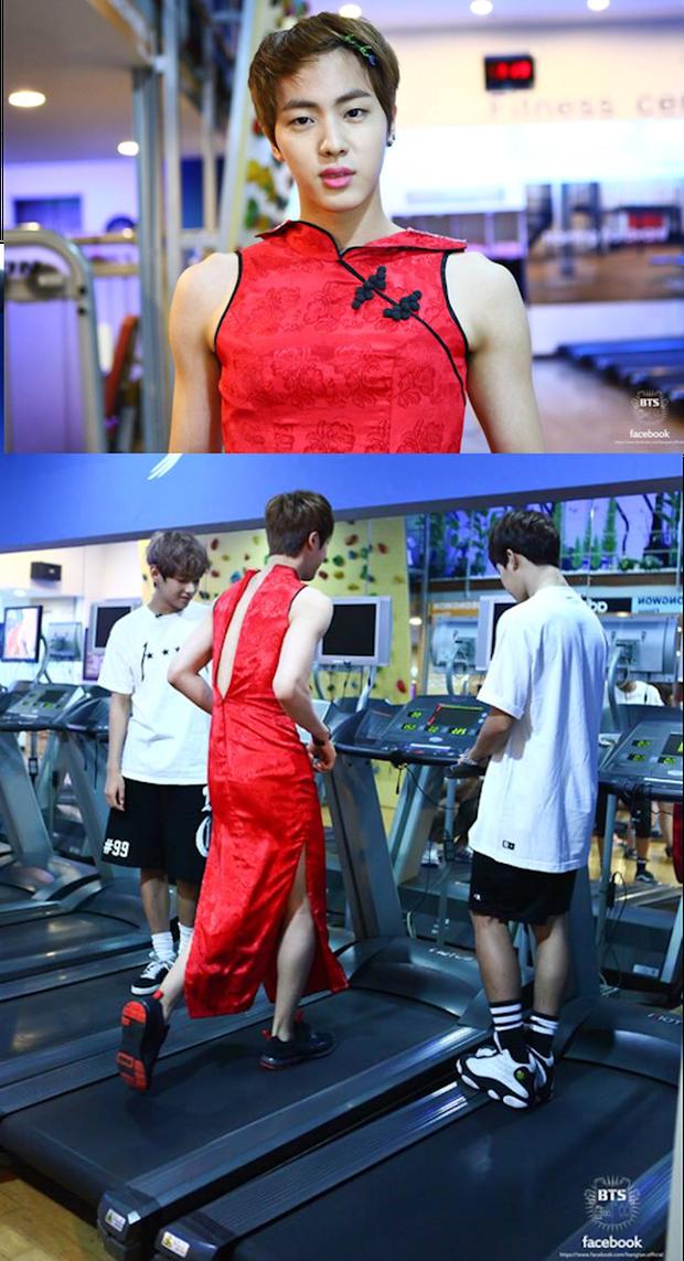 Loạt khoảnh chứng tỏ trai đẹp toàn cầu Jin (BTS) rất thích phí phạm nhan sắc của mình! - Ảnh 5.