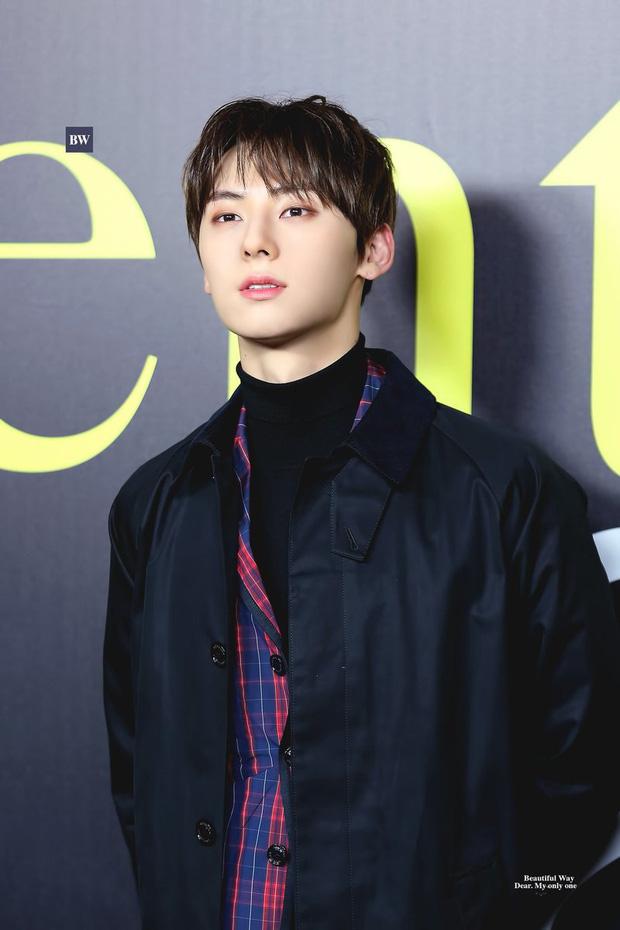 Hwang Min Hyun bị nghi nhiễm virus COVID-19 sau khi trở về từ Milan Fashion Week, đại diện NUEST chính thức lên tiếng - Ảnh 3.