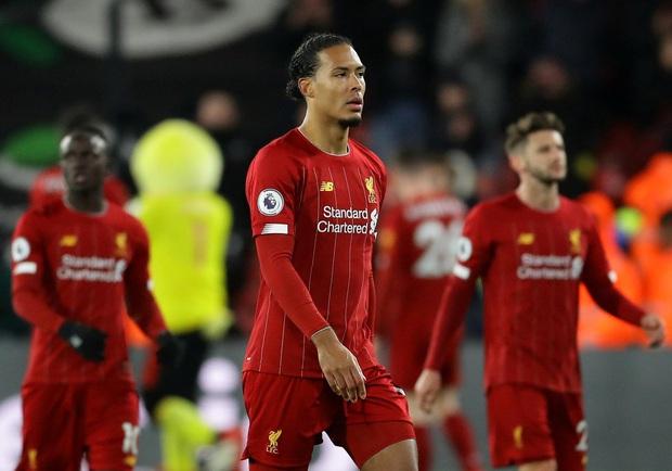 Liverpool thảm bại khó tin trước đội bóng trong nhóm cuối bảng, mất cơ hội phá một loạt kỷ lục và chiếc cúp vàng Ngoại hạng Anh - Ảnh 1.