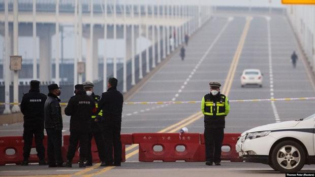 Người đàn ông Trung Quốc bị kết án tử hình vì sát hại 2 quan chức tại trạm kiểm dịch virus corona - Ảnh 1.