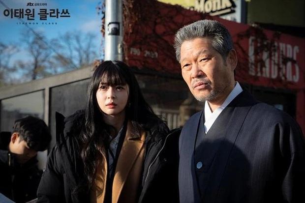 Giải mã nội tâm nữ phụ Tầng Lớp Itaewon: Với món nợ ân tình vẫn còn chưa trả nổi, chừng nào Soo Ah mới dám mở lòng? - Ảnh 9.