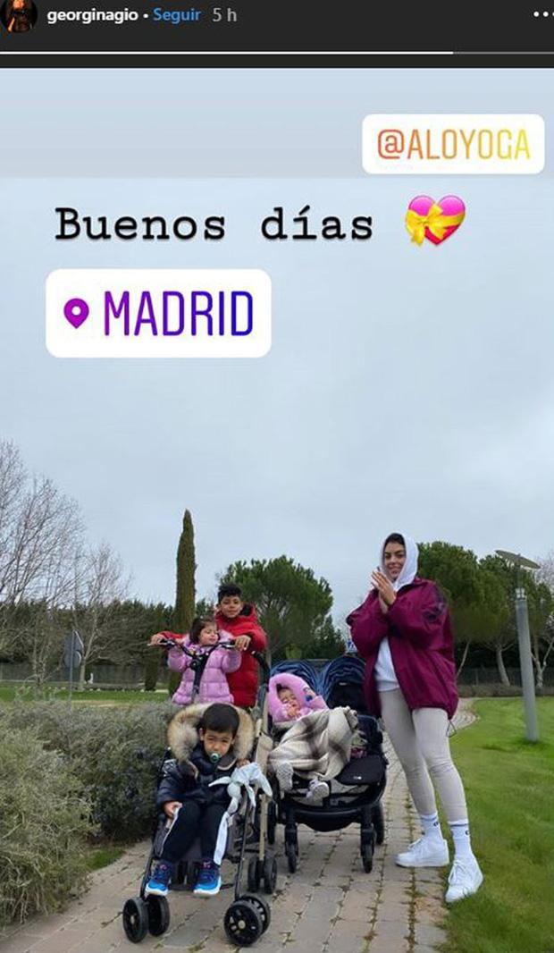 Lo sợ dịch Covid-19 tại Ý, bạn gái Ronaldo vội vã đưa 4 con nhỏ sang Tây Ban Nha tạm lánh - Ảnh 1.