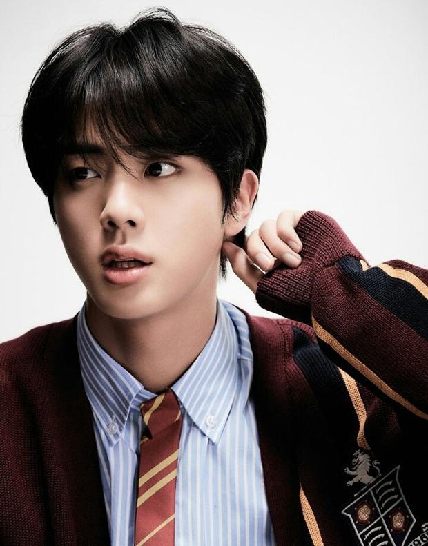 Loạt khoảnh chứng tỏ trai đẹp toàn cầu Jin (BTS) rất thích phí phạm nhan sắc của mình! - Ảnh 1.