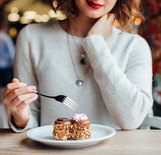 Những thói quen là gốc rễ khiến cho bạn béo lên nhanh chóng mà nhiều người mắc phải - Ảnh 4.