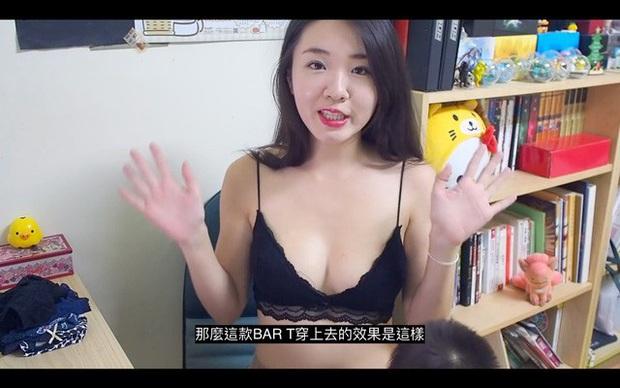Vừa trông trẻ vừa quảng cáo nội y trên sóng, nữ YouTuber khiến cho cộng đồng mạng nóng mắt - Ảnh 1.