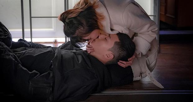 3 khoảnh khắc tình bể bình của Park Seo Joon và điên nữ Tầng Lớp Itaewon: Hết cưỡng hôn lại đến ăn nằm cùng nhau - Ảnh 2.