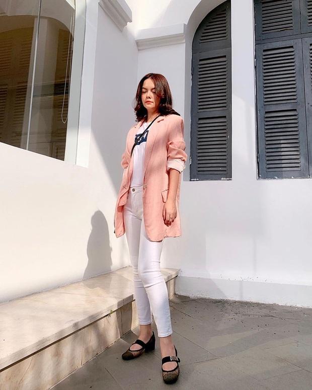 Quần skinny jeans đang hot đến vậy, bạn nên học gấp loạt cách diện item này từ các mỹ nhân Vbiz để style tiến bộ vượt bậc - Ảnh 7.
