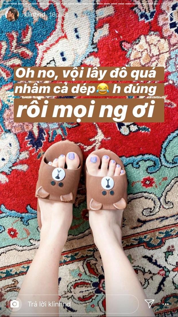 Được fan tặng sách để đọc trong thời gian cách ly tại nhà, Khánh Linh mừng đến độ đi nhận đồ với đôi dép cọc cạch - Ảnh 2.