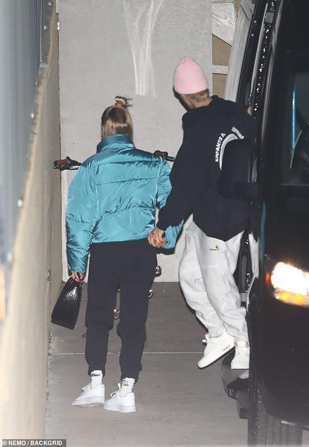 Lana Del Rey và vợ chồng Justin Bieber đồng loạt nhìn vào ống kính, câu chuyện đằng sau bức ảnh khiến MXH xôn xao - Ảnh 3.