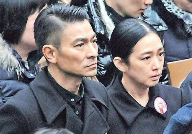 Cái kết đắng của sao Cbiz giấu giếm chuyện tình cảm: Fan Ngô Tôn tố idol lừa đảo, Lưu Đức Hoa bị yêu cầu rời khỏi showbiz - Ảnh 12.