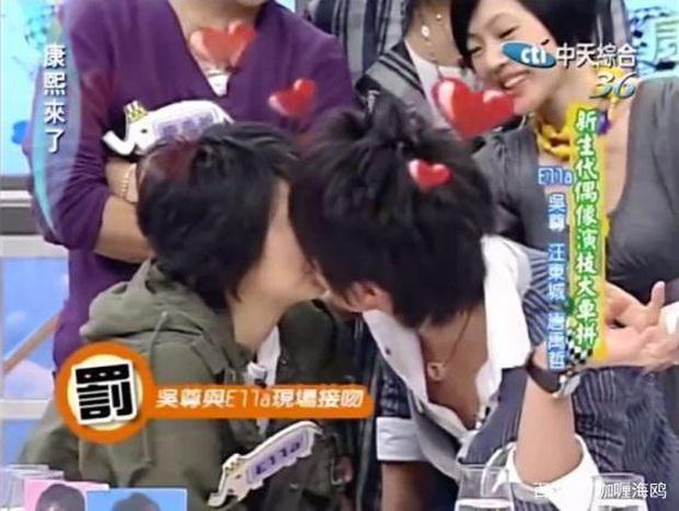 Cái kết đắng của sao Cbiz giấu giếm chuyện tình cảm: Fan Ngô Tôn tố idol lừa đảo, Lưu Đức Hoa bị yêu cầu rời khỏi showbiz - Ảnh 8.