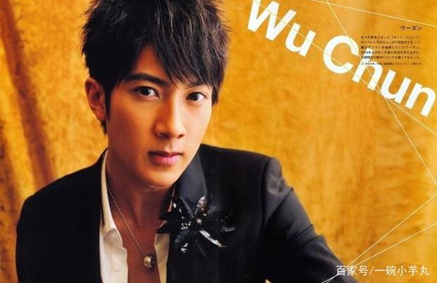 Cái kết đắng của sao Cbiz giấu giếm chuyện tình cảm: Fan Ngô Tôn tố idol lừa đảo, Lưu Đức Hoa bị yêu cầu rời khỏi showbiz - Ảnh 6.