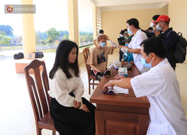 Kết quả xét nghiệm của 26 người tiếp xúc gần với 2 du khách Anh nhiễm Covid-19 ở Đà Nẵng - Ảnh 2.