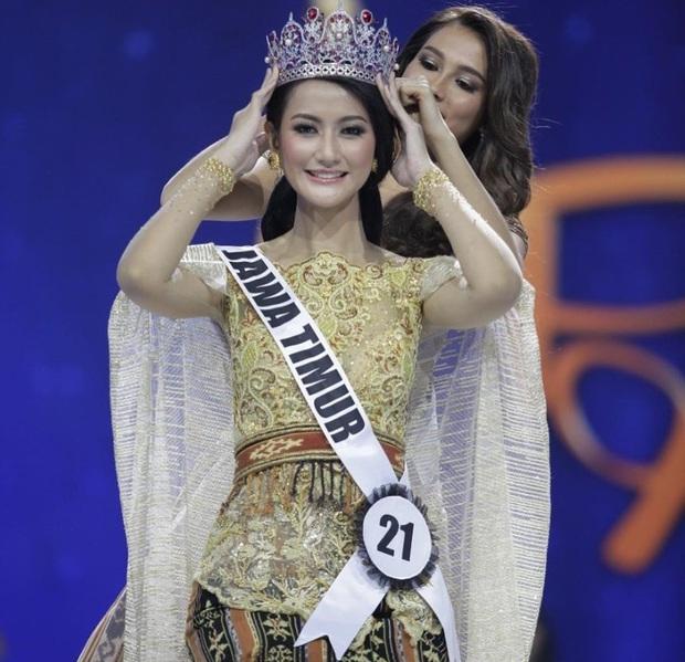 Thêm chiến binh khủng Miss Universe lộ diện: Mỹ nhân Indonesia cao 1m78, cử nhân ngành luật với thần thái rạng ngời - Ảnh 2.