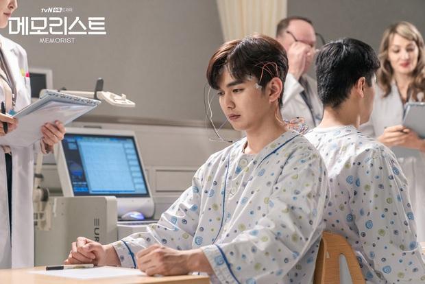Nam thần trẻ Yoo Seung Ho hứa hẹn đốt mắt người xem bằng nhiều pha hành động cực đã ở Memorist - Ảnh 3.