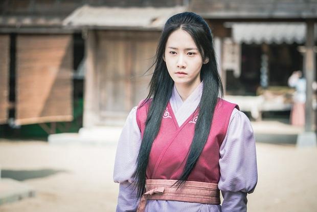 Hậu siêu hit EXIT, Yoona chuẩn bị sánh đôi ảnh đế 100 triệu vé bóc phốt giới truyền thông trong phim mới? - Ảnh 4.