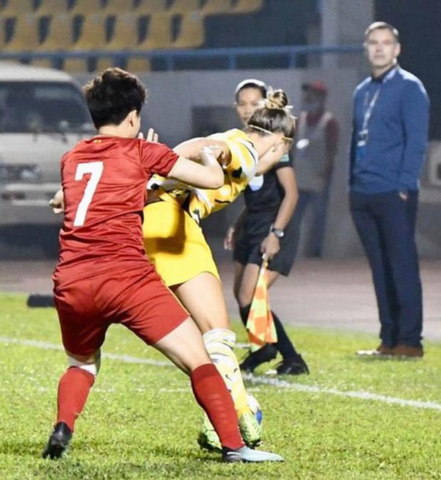 Hiệp một trận tuyển nữ Việt Nam đấu Australia phải bù giờ 16 phút vì lý do không mong muốn - Ảnh 10.