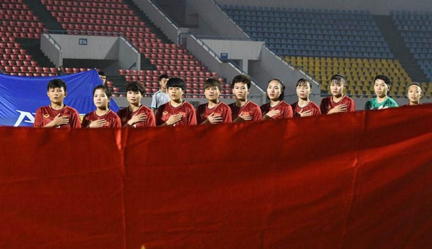 Hiệp một trận tuyển nữ Việt Nam đấu Australia phải bù giờ 16 phút vì lý do không mong muốn - Ảnh 2.