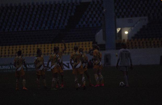 Hiệp một trận tuyển nữ Việt Nam đấu Australia phải bù giờ 16 phút vì lý do không mong muốn - Ảnh 5.