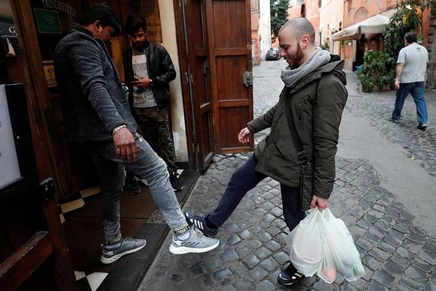 Italy sau lệnh phong tỏa: Cuộc sống chững lại, người dân cảm thấy sốc nhưng du khách vẫn muốn trải nghiệm khung cảnh im ắng lạ thường - Ảnh 19.