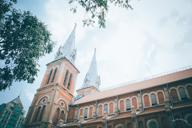 Cập nhật nhanh diện mạo mới nhất của Nhà thờ Đức Bà Sài Gòn sau bước đầu trùng tu, những mảng tường bị vẽ bậy giờ đã biến mất - Ảnh 14.