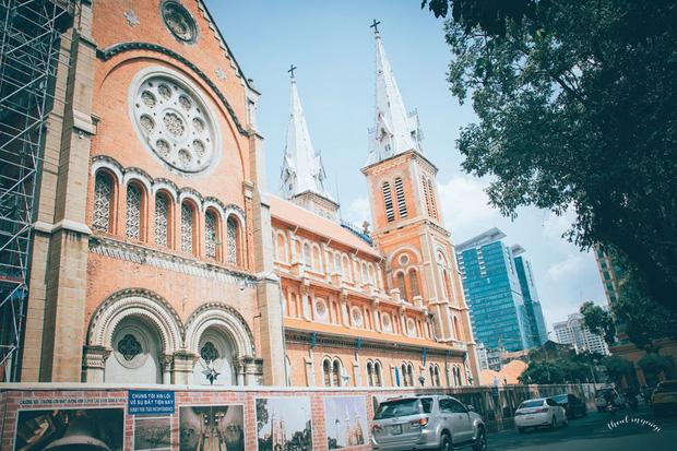 Cập nhật nhanh diện mạo mới nhất của Nhà thờ Đức Bà Sài Gòn sau bước đầu trùng tu, những mảng tường bị vẽ bậy giờ đã biến mất - Ảnh 13.