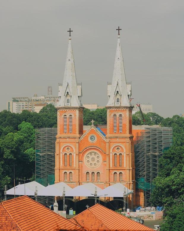 Cập nhật nhanh diện mạo mới nhất của Nhà thờ Đức Bà Sài Gòn sau bước đầu trùng tu, những mảng tường bị vẽ bậy giờ đã biến mất - Ảnh 3.