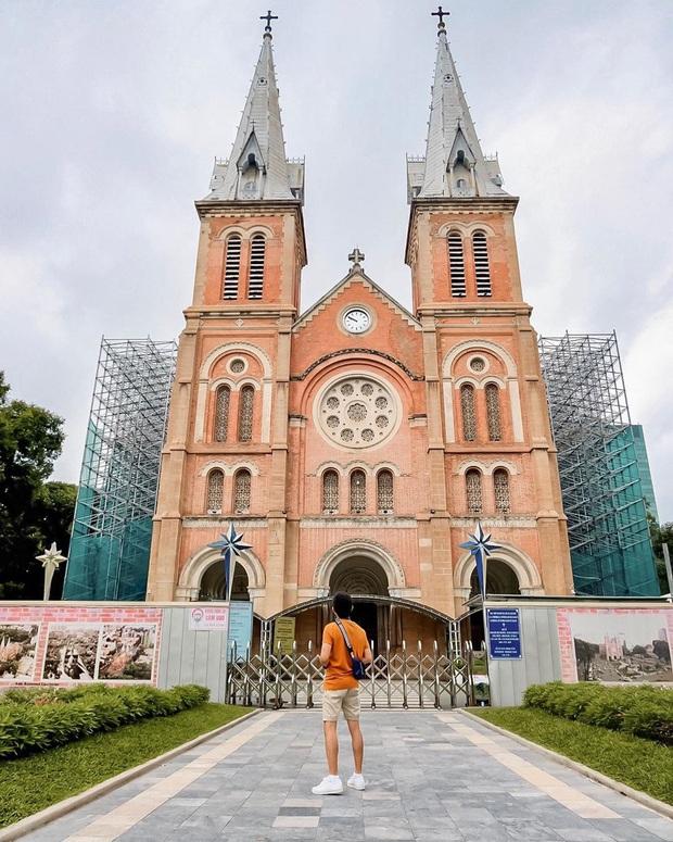 Cập nhật nhanh diện mạo mới nhất của Nhà thờ Đức Bà Sài Gòn sau bước đầu trùng tu, những mảng tường bị vẽ bậy giờ đã biến mất - Ảnh 6.