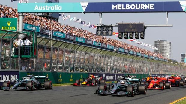Tin xấu tiếp tục đến với Giải đua xe F1: Chặng Australia nguy cơ hoãn, nghi vấn dòng chữ Stop F1 xuất hiện trên bầu trời để phản đối - Ảnh 1.