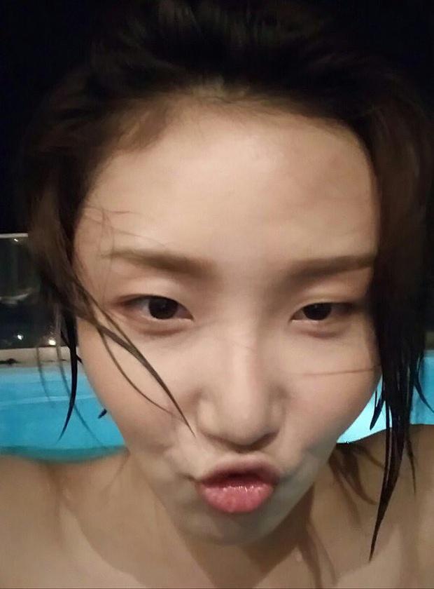 Hội 5 nữ thần mặt mộc gây xôn xao Kpop: Nayeon và IU hack tuổi là có lý do, nhưng chưa bất ngờ bằng Hwasa - Ảnh 25.