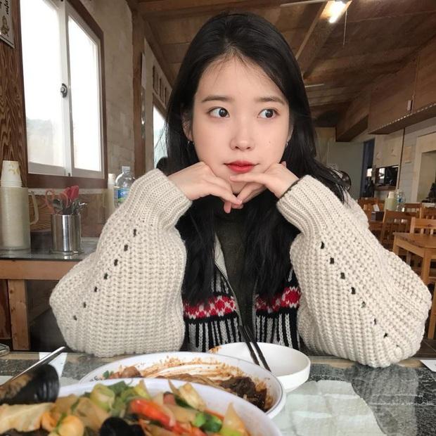 Hội 5 nữ thần mặt mộc gây xôn xao Kpop: Nayeon và IU hack tuổi là có lý do, nhưng chưa bất ngờ bằng Hwasa - Ảnh 2.