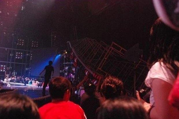 Những thảm họa sân khấu khiến Kpop bàng hoàng: SNSD 5 lần 7 lượt là nạn nhân, thành viên SHINee từng ngất xỉu, đêm diễn của 4Minute có thương vong - Ảnh 8.