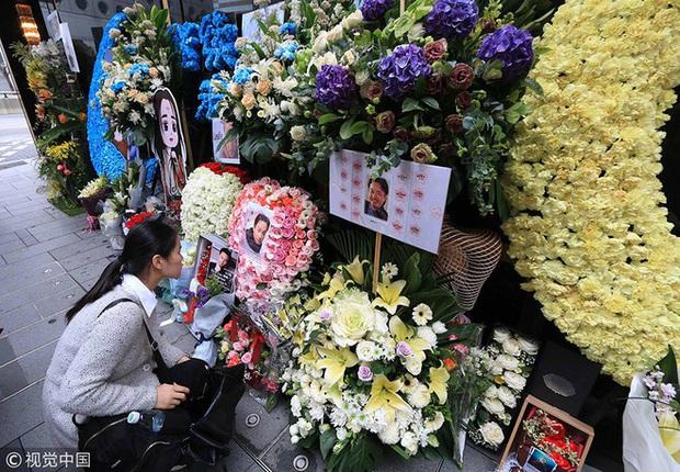 Năm nay lễ đặt hoa tưởng niệm 17 năm ngày mất của Trương Quốc Vinh bị huỷ bỏ vì COVID-19, mọi hoạt động tổ chức online - Ảnh 4.