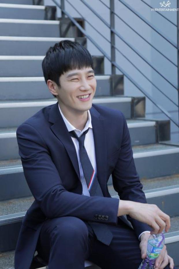 3 điểm quyến rũ từ cậu ấm bóp cổ gà Ahn Bo Hyun ở Tầng Lớp Itaewon - Ảnh 4.