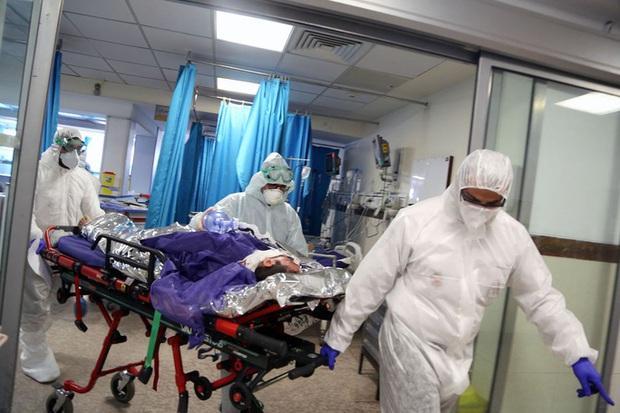 Covid-19: Tư thế nằm sấp và lựa chọn đau lòng trong phòng cấp cứu Ý - Ảnh 2.
