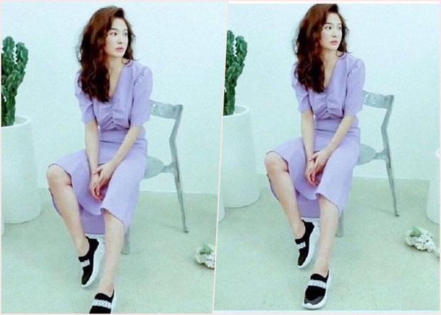 Ngày càng trẻ đẹp sau ly hôn, Song Hye Kyo dù diện sau vẫn lấn át đàn em Suzy khi đụng hàng - Ảnh 2.