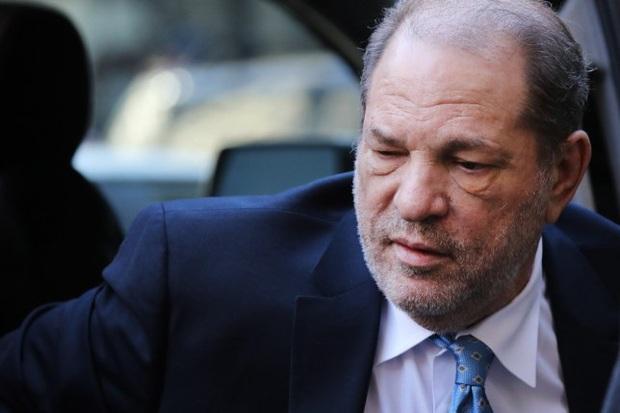 NÓNG: Ông trùm Hollywood nghiện sex Harvey Weinstein chính thức bị tuyên án 23 năm tù vì tội hiếp dâm - Ảnh 1.