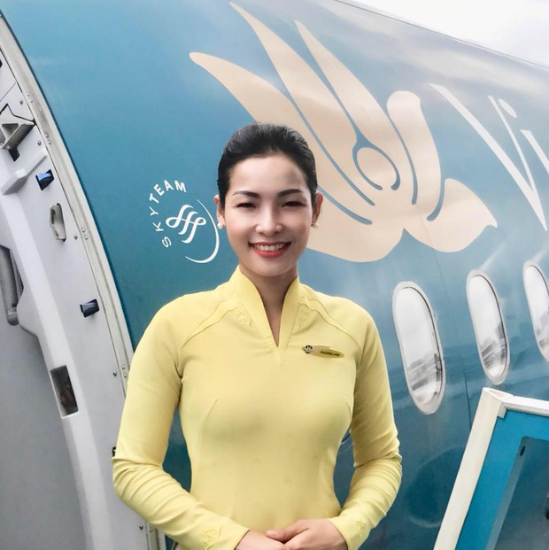Câu chuyện xúc động phía sau hình ảnh nữ tiếp viên hàng không dỗ dành cháu bé trên chuyến bay từ Pháp về Việt Nam tránh dịch - Ảnh 3.