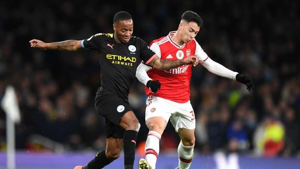 Trận cầu hot ở Ngoại hạng Anh phải hoãn lại vì cầu thủ Arsenal bị nghi nhiễm Covid-19 sau khi tiếp xúc vị chủ tịch dương tính với virus - Ảnh 1.