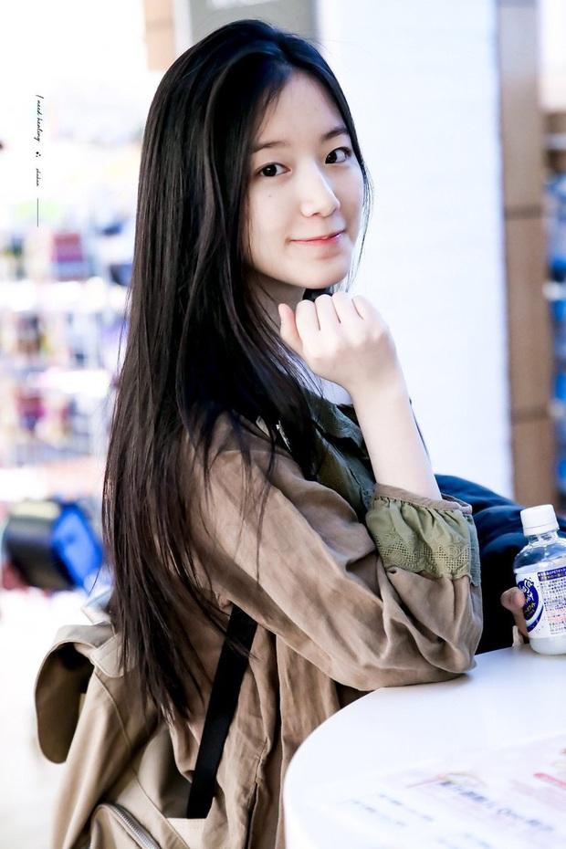 Hội 5 nữ thần mặt mộc gây xôn xao Kpop: Nayeon và IU hack tuổi là có lý do, nhưng chưa bất ngờ bằng Hwasa - Ảnh 21.