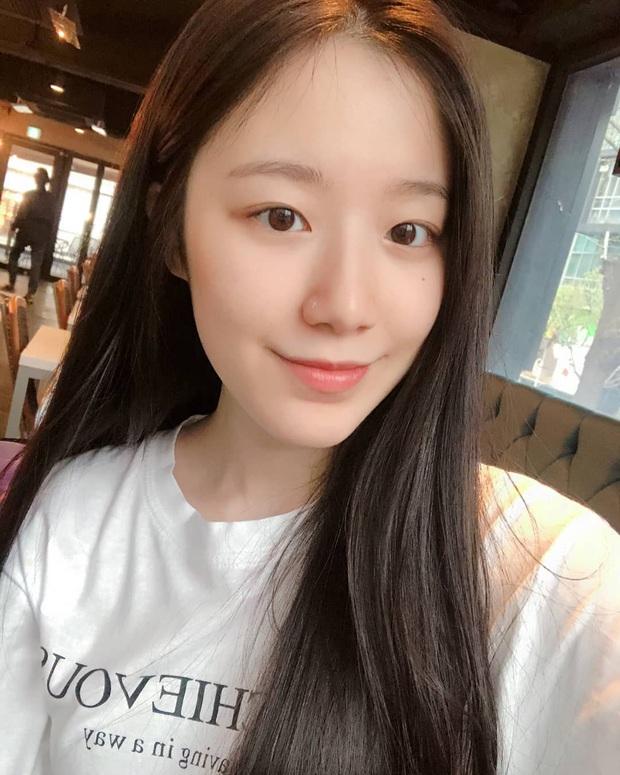 Hội 5 nữ thần mặt mộc gây xôn xao Kpop: Nayeon và IU hack tuổi là có lý do, nhưng chưa bất ngờ bằng Hwasa - Ảnh 17.