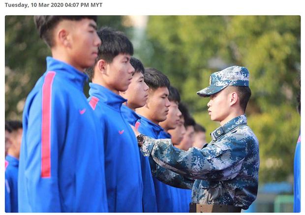 Các giải đấu tạm hoãn vì dịch Covid-19, Trung Quốc vẫn cho các cầu thủ đi tập quân sự để giữ dáng - Ảnh 1.