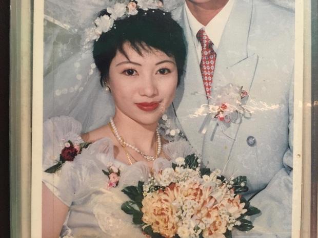 Khoe nhan sắc cực phẩm của bố mẹ ngày cưới, cô nàng còn gây bất ngờ hơn nữa khi tiết lộ ảnh anh chị nhà bây giờ - Ảnh 2.