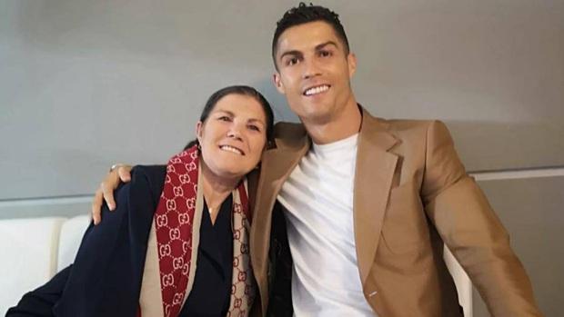 Thực hư chuyện Ronaldo trốn tập bỏ về Bồ Đào Nha vì lo sợ dịch Covid-19 - Ảnh 1.