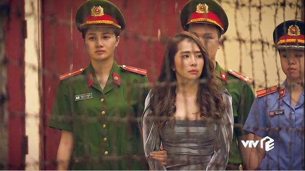 Đẳng cấp đi tù như vedette ở phim châu Á: Quỳnh Nga diện váy ngành chưa sốc bằng đại tiệc thời thượng của rich kid Im Soo Hyang - Ảnh 1.