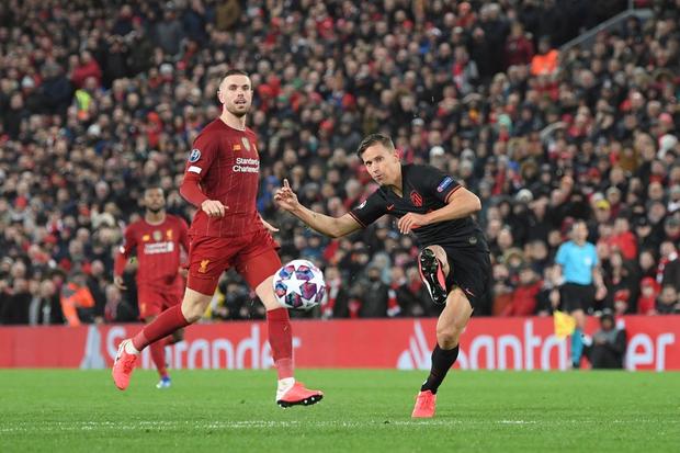 Nỗi ám ảnh thủ môn hiện về, Liverpool chính thức trở thành cựu vương Champions League - Ảnh 10.