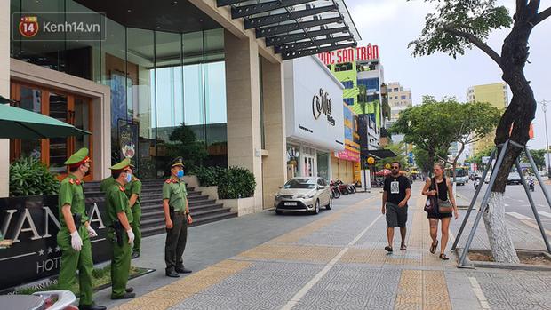 Phía sau hình ảnh người phụ nữ trong khu cách ly ở Đà Nẵng với tấm biển nhờ các anh công an mua giúp em 1 bát cháo cho em bé - Ảnh 10.